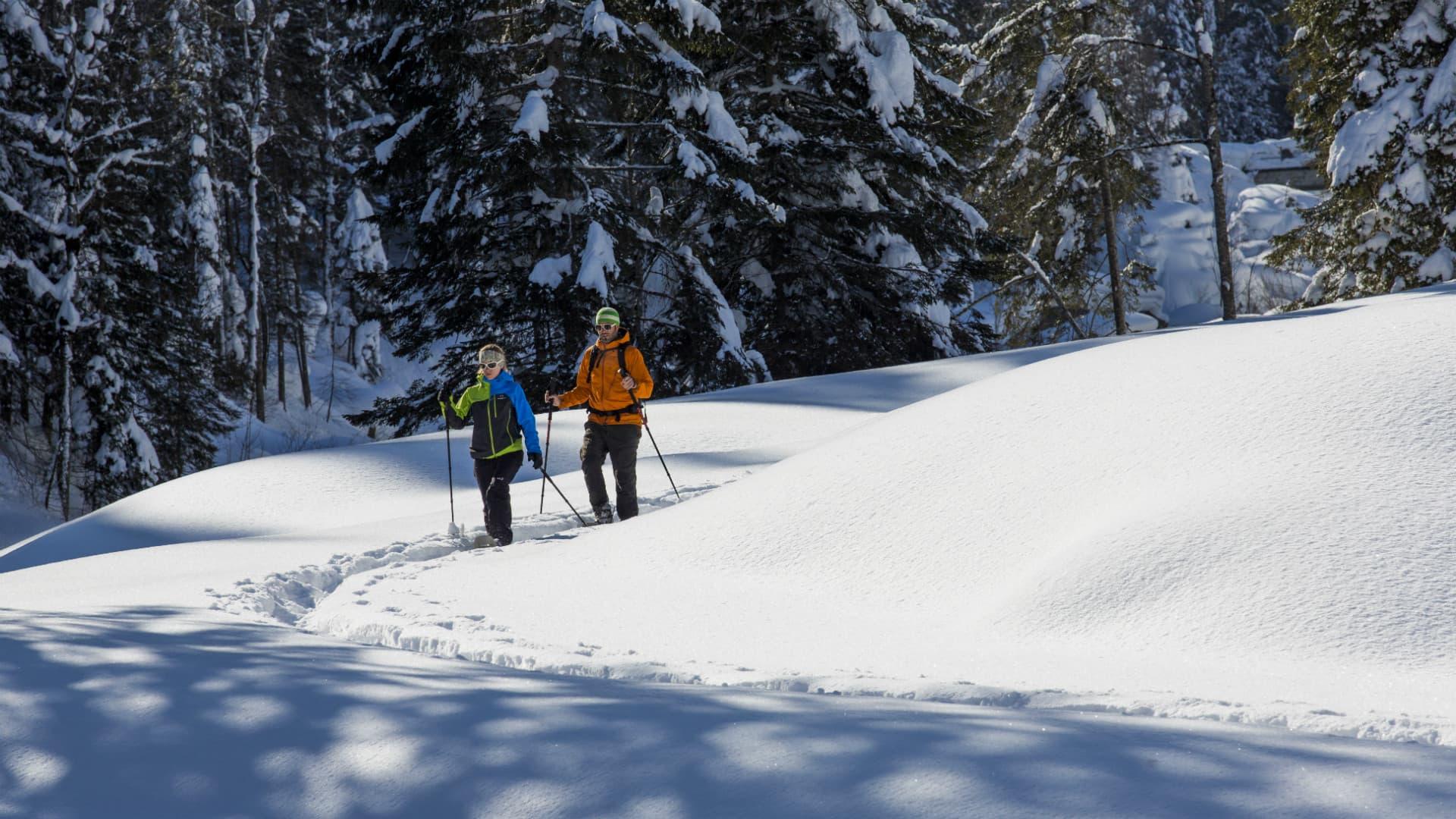 Raus in die Natur: Schneeschuhlaufen in Gadmen